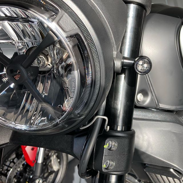 Kleine LED-Blinker an der Ducati Scrambler Icon Dark